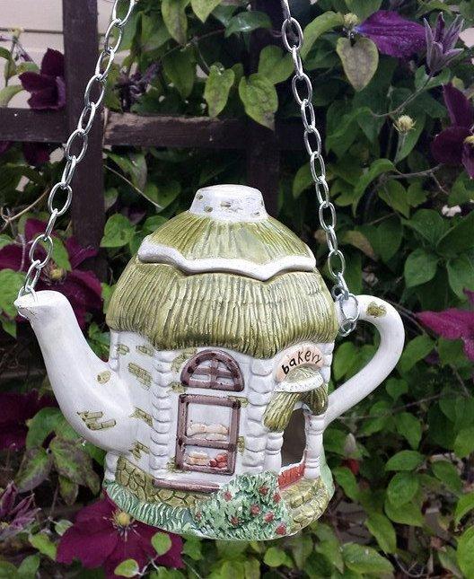 Teapot-birdhouse