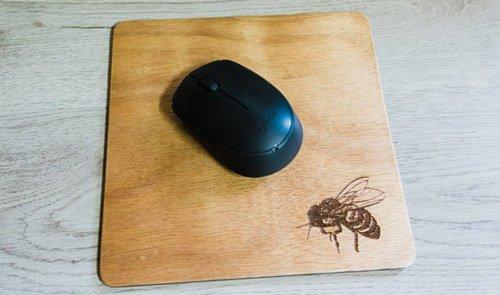 Wooden-mousepad-bee